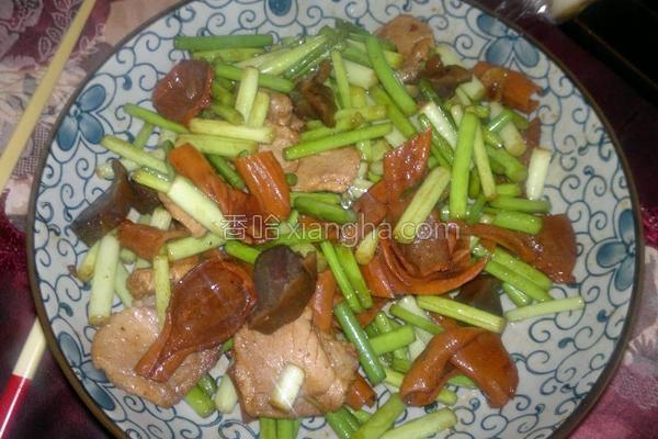 蒜苔炒鸭板肠的做法
