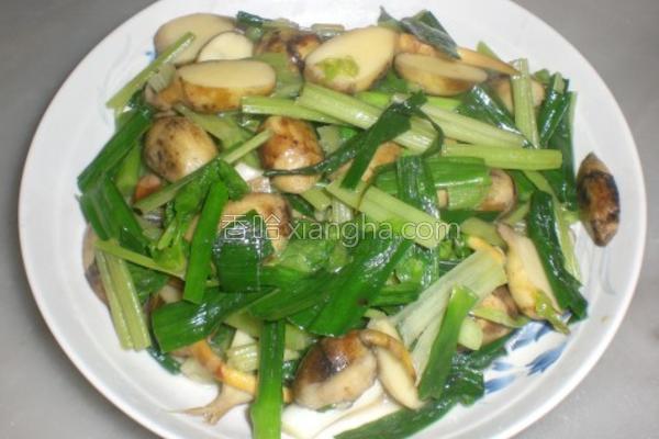 蒜苗芹菜炒慈菇的做法