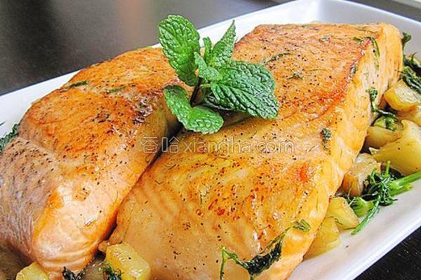 茴香头煎三文鱼的做法