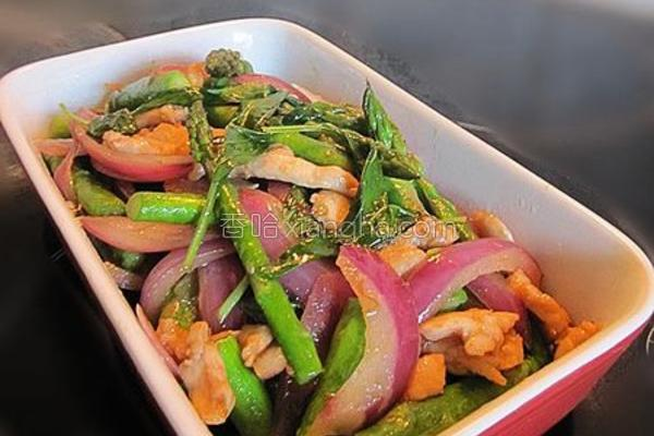 九层塔炒鸡肉芦笋的做法