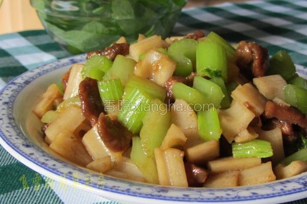 芹菜精肉炒藕丁的做法