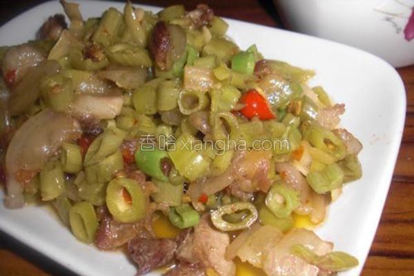 酸菜梗小炒肉的做法