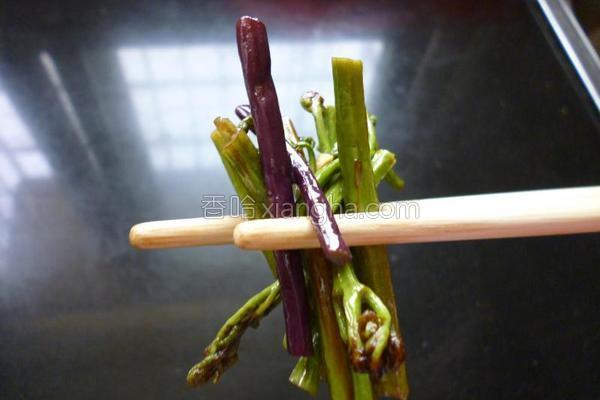 炒酸辣蕨菜的做法