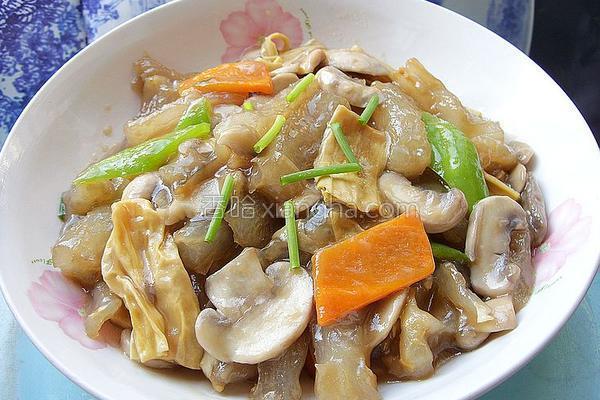 口蘑腐竹炒蹄筋的做法