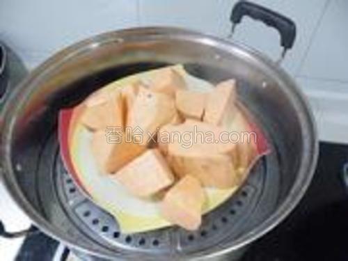 放入盘内,放蒸锅大火蒸10分钟。