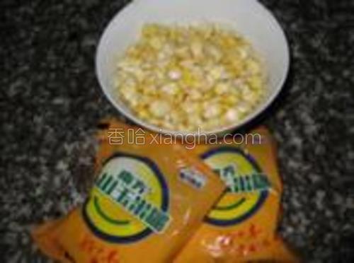 准备好玉米糊和玉米粒。