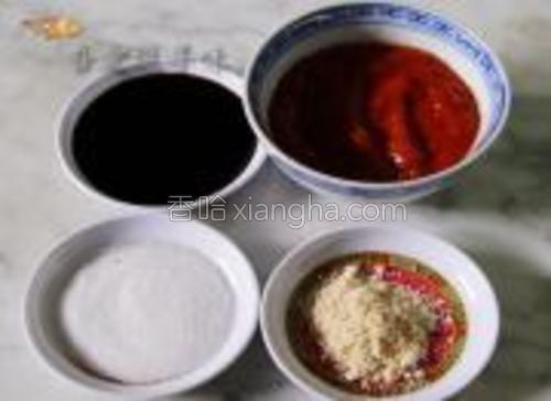 准备生抽、番茄酱、鸡粉、糖。