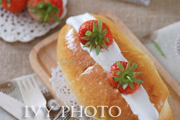 草莓奶油面包的做法