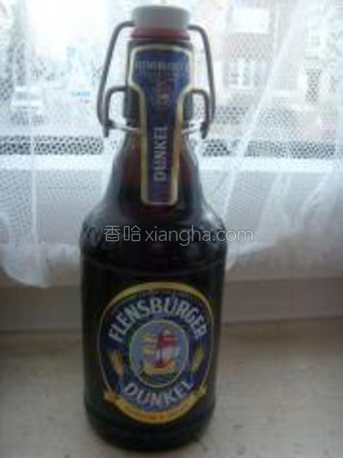 等壳差不多都张开了,倒入150ml黑啤酒。<br/>这是我用的黑啤,绝对味道和其他的不一样的。