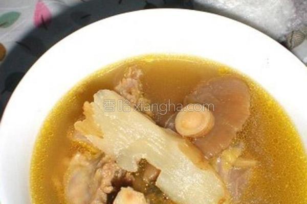 黄芪天麻干蘑鸡架汤的做法
