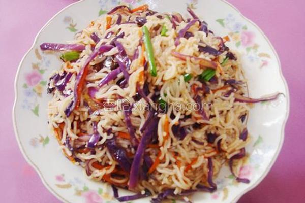 紫甘蓝斋炒米的做法