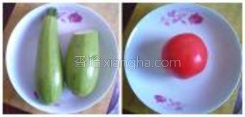 材料:小瓜两个、番茄一个