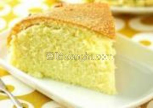 用刀切成三角形就OK啦!美味的蛋糕就完成咯!太香了!自己动手来试试吧!~(注意:是跟上面的图片一样的哦!就是没拍好。)
