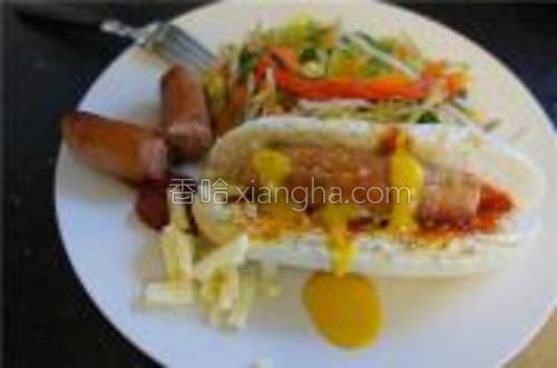装盘~放入少量乳酪,可作为营养早餐又或方便的中餐~