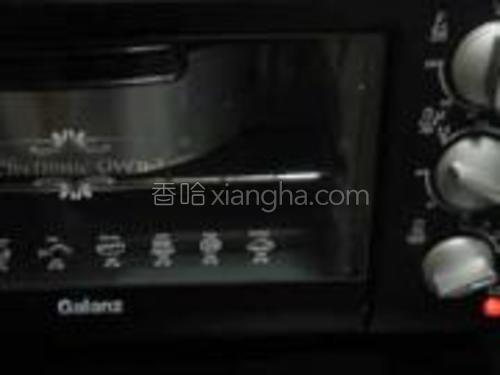 放入预热好的烤箱中170度28分钟左右