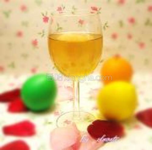 喝法:将1茶匙的的苹果醋和1茶匙的蜂蜜加入半杯温水中,拌匀即可饮用。每天一次,饭后饮用。据说要排毒养颜的话,最好是睡前喝。(我通常是兑上苹果汁喝,味道更好。)
