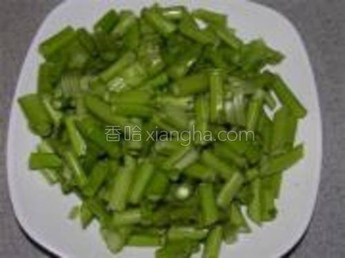 空心菜梗切小段。