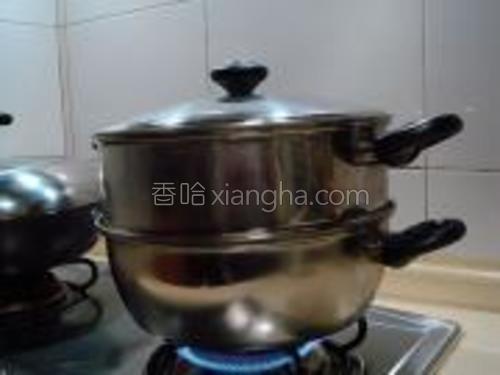 蒸笼的水烧开后改用中火蒸60分钟。
