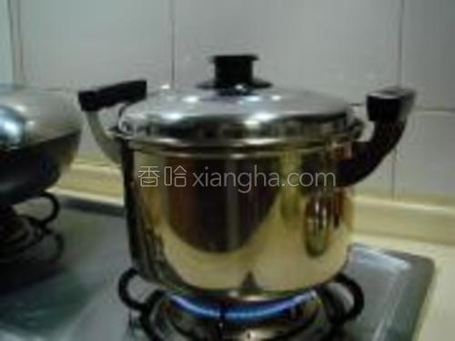 盖上锅盖煮开。