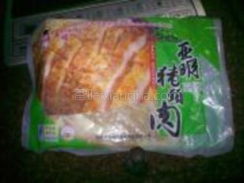 买的事速冻的猪颈肉,炸之前2个小时先拿出来解冻。。