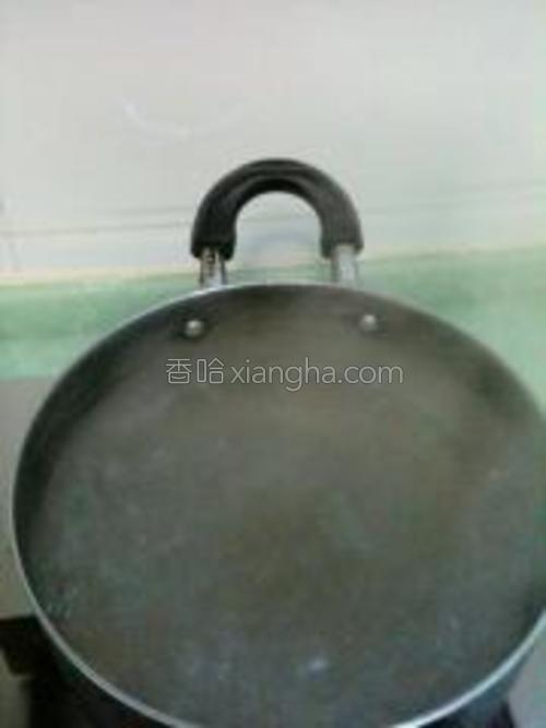 汤锅加水煮开。