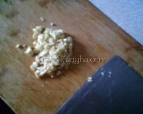 大蒜切粒【切粒的口感有嚼头】。