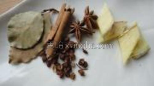 配料:八角,桂皮,?香叶,花椒,姜片。