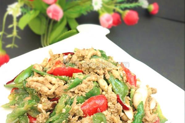 青椒炒酱香豆丹的做法