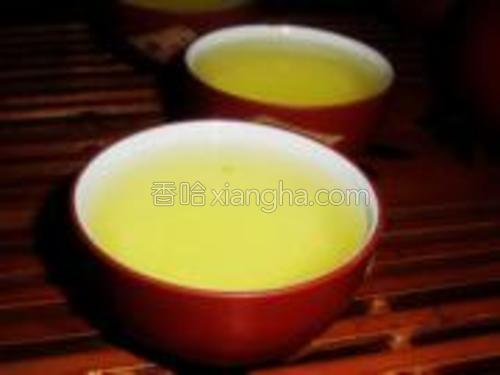 将茶水分装至各个茶杯即可品尝。