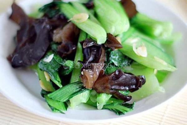木耳炒油菜的做法
