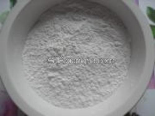 准备糯米粉,依据自己口味加入适量白糖。