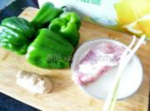 猪肉、青椒、葱姜。