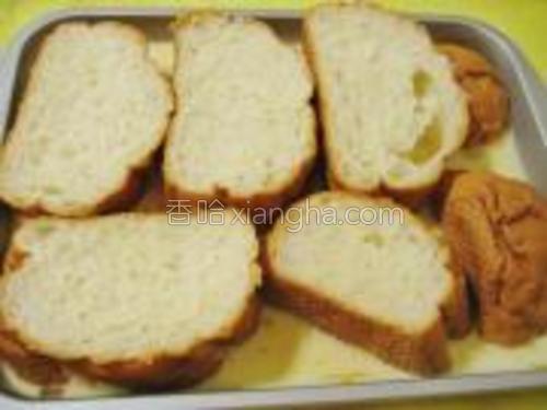 把法国面包切厚片。薄厚根据自己喜欢而定。