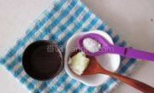 米粉加一小勺土豆泥加水。
