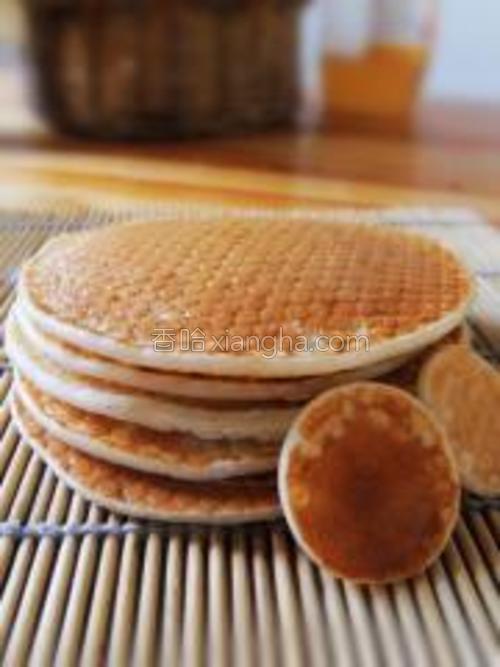 夹上蜂蜜,或者炼乳,红豆沙都可。