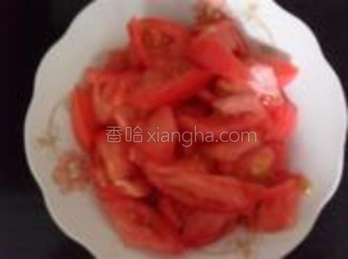 西红柿切小块。