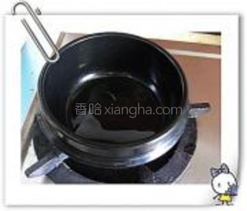 石锅一口.如果家里没有石锅普通的炒锅也可以.<br/>石锅最大的好处是非常的保温.冬天的话菜不容易凉.
