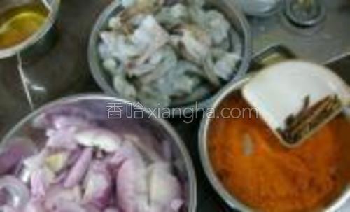 原料:鲜虾咖喱辛料洋葱咖喱粉(煮虾)1包。
