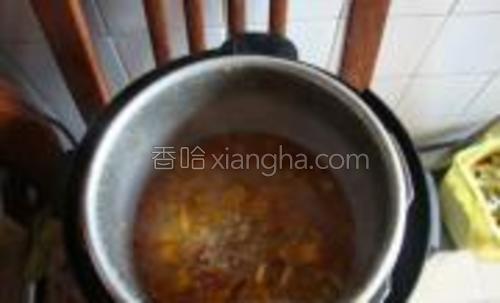 半小时后,打开锅,一阵清香扑鼻而来。