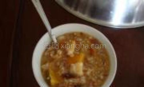 端上一碗,粥很粘稠,很美味。