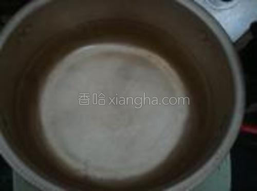起锅,做水莴笋丝焯水。