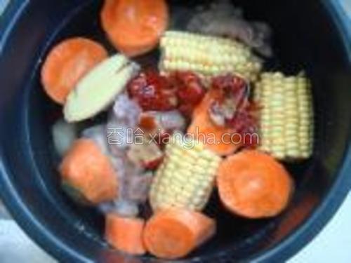 将所有材料放入高压锅里,煲25分钟即可。