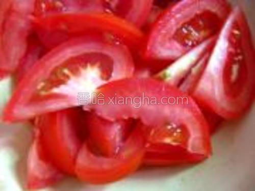 番茄洗净切片。