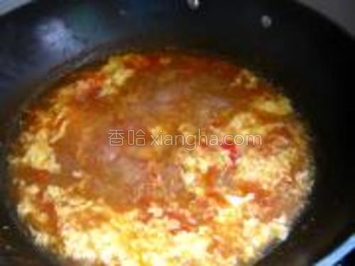 加入蛋液,加盐,鸡精。