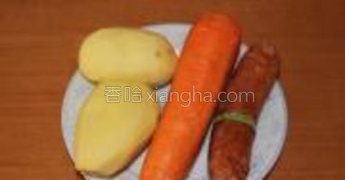 胡萝卜、土豆清洗干净。