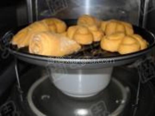 馒头胚入温暖处第二次发酵,用了90分钟。
