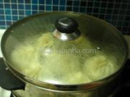 蒸好后别马上开锅再须蒸5分钟开锅。