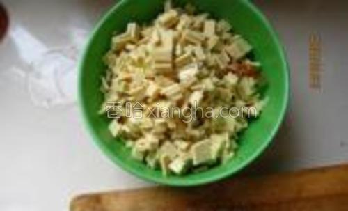 豆腐皮切丁