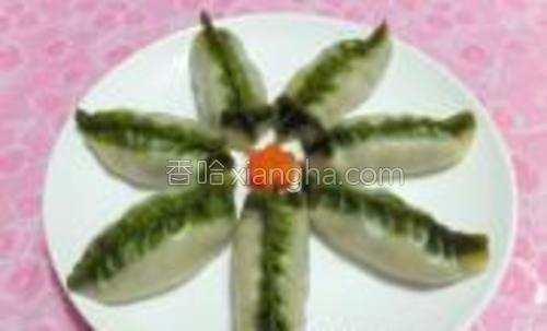 柳叶蒸饺,那点点精致的嫩绿,在餐桌上让你享受到精致的春天。