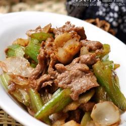 西芹百合炒牛肉的做法[图]